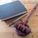 Prawnik w firmie – dlaczego warto?